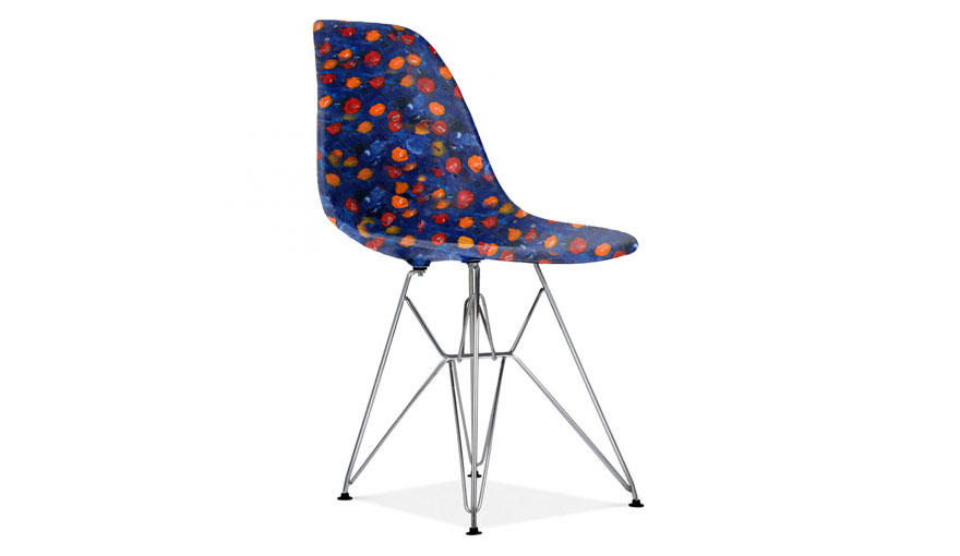 Chair with seat made from plastic bottlecaps